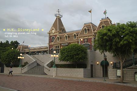 20110729_香港Disney_車站_183918_canon500D.jpg