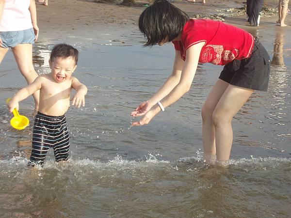 2008_0706_173513北海岸玩水