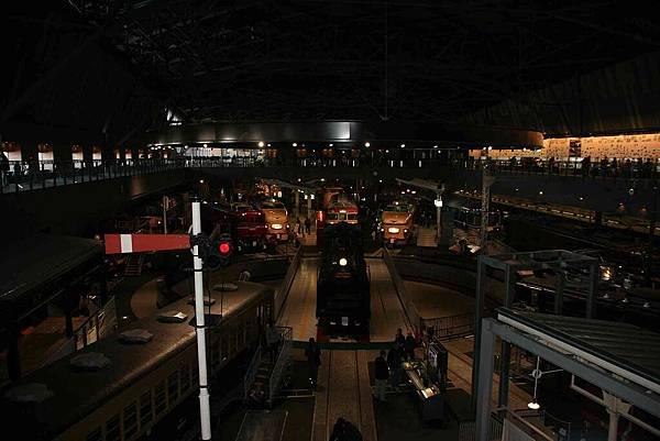 2010_0118_120958吸引人的鐵道博物館有著各式各樣的火車.jpg