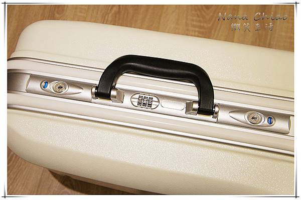 20吋簡約金屬標鋁框行李箱02.jpg