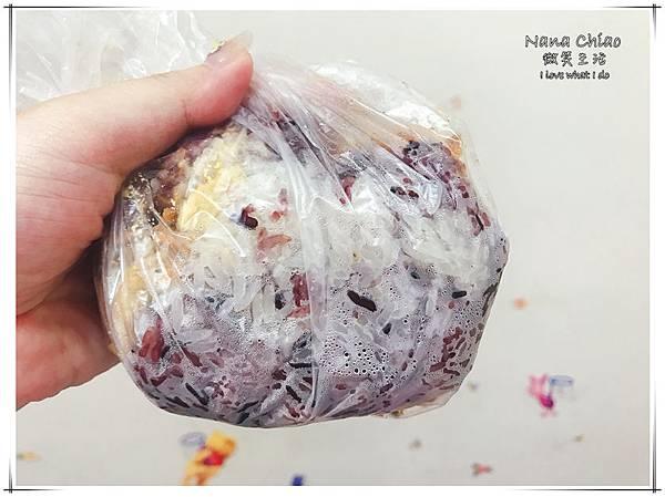 台中早餐-梅亭街無名飯糰-紫米飯糰06.jpg