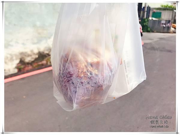 台中早餐-梅亭街無名飯糰-紫米飯糰08.jpg