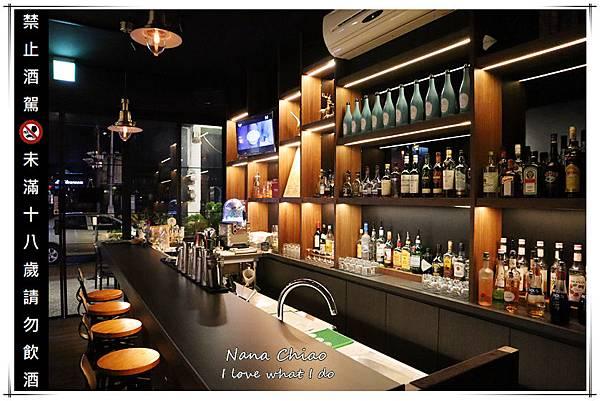 台中西區音樂酒吧Wu La La05.jpg