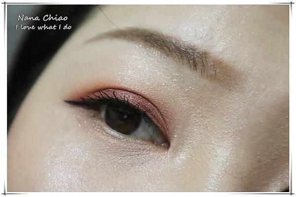 CHER都會彩妝-叢林冒險八色眼影盤+睛綻抗暈卡式眼線液筆35.jpg