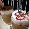 跳舞香水-提拉米蘇咖啡&宮廷玫瑰咖啡01.jpg