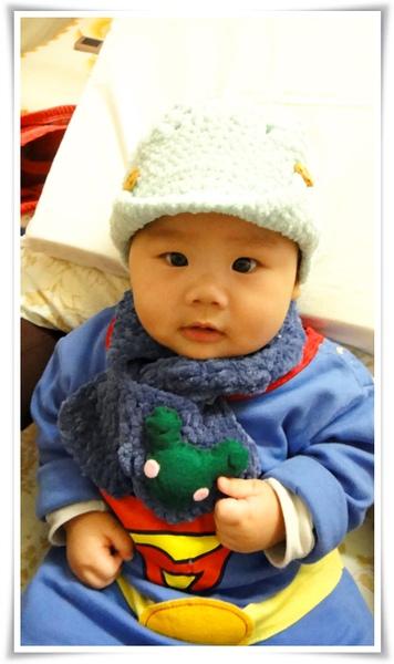 青蛙圍巾的青蛙是不織布做的