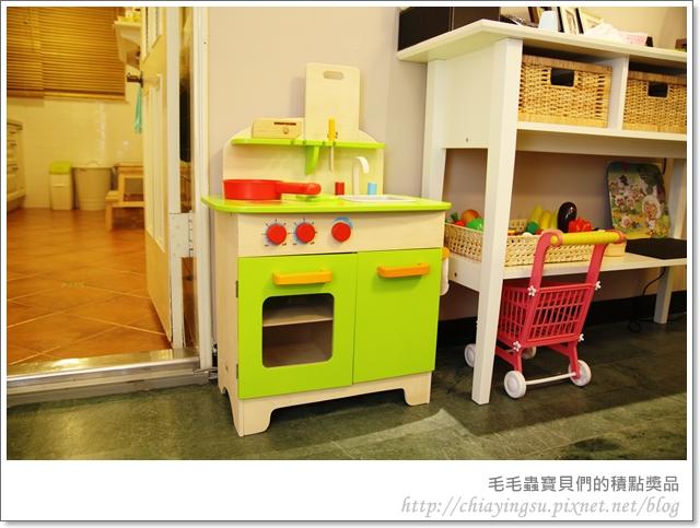 毛毛蟲寶貝們的廚房遊戲組20110718-001913.JPG