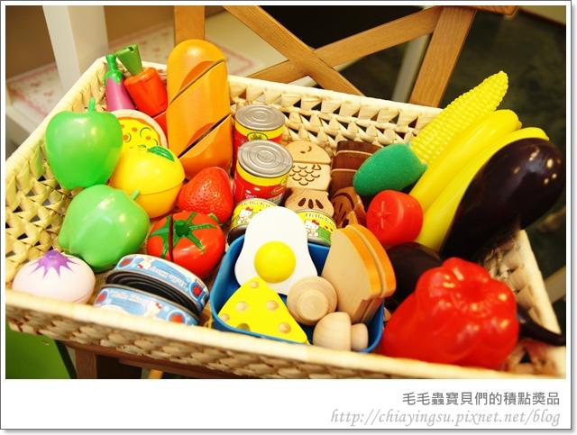 毛毛蟲寶貝們的廚房遊戲組20110718-001242.JPG