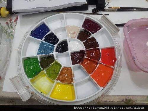 將調好十八色置於色相環保溼盒