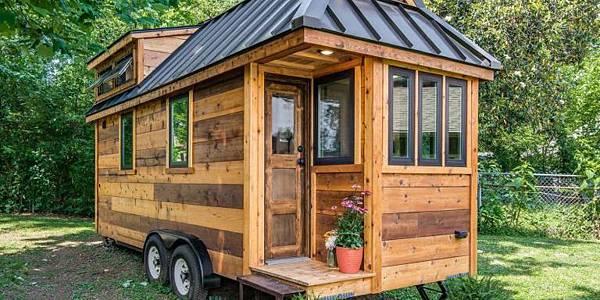 1471966484-gallery-1471024658-cedar-mountain-tiny-house-001.jpg