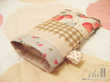 大小草莓拼布花柄(大地色)防水手機袋