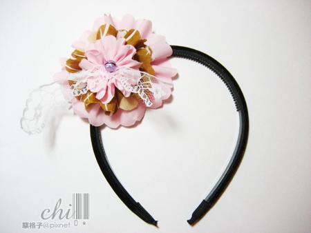 咖啡×粉紅花花髮飾 套在髮箍上面就可以直接戴了喔~