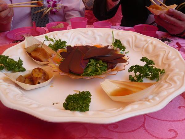 超大干貝及烏魚子,兩個都是極品,烏魚子入口的香味而且越嚼越香,干貝更是多汁彈牙~嗚以後吃不到怎麼辦