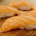 上引水產-鮭魚握壽司 (2)