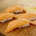 上引水產-鮭魚握壽司 (3)