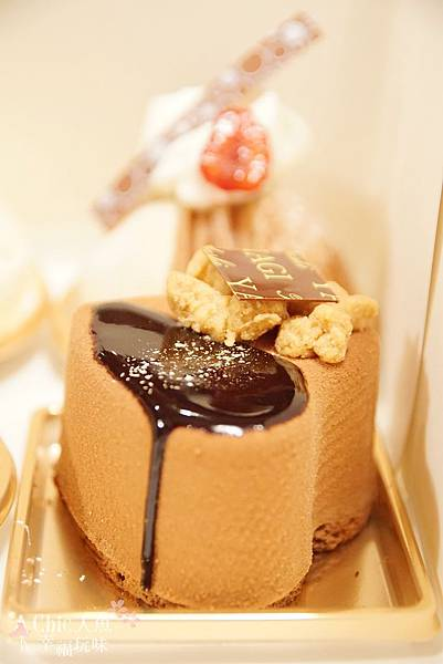 TADASHI YANAGI CAKE (4)