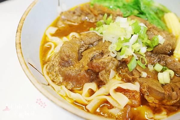鹹蛋坊-牛腱心牛肉麵 (13).jpg