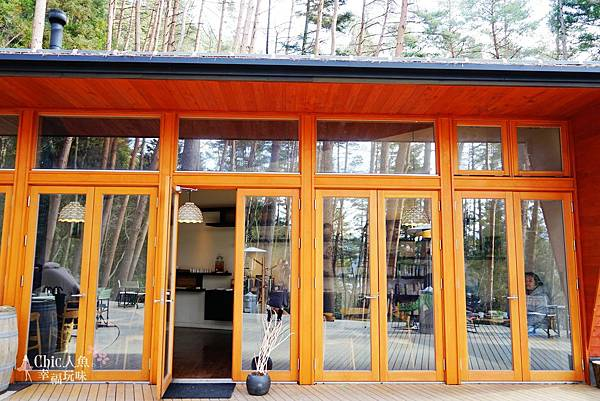 HOSHINOYA FUJI 星野虹夕諾亞-森林園區-Library Cafe (1).jpg