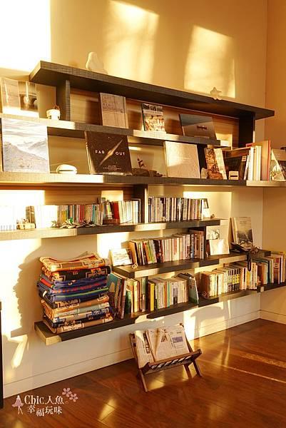 HOSHINOYA FUJI 星野虹夕諾亞-森林園區-Library Cafe (6).jpg