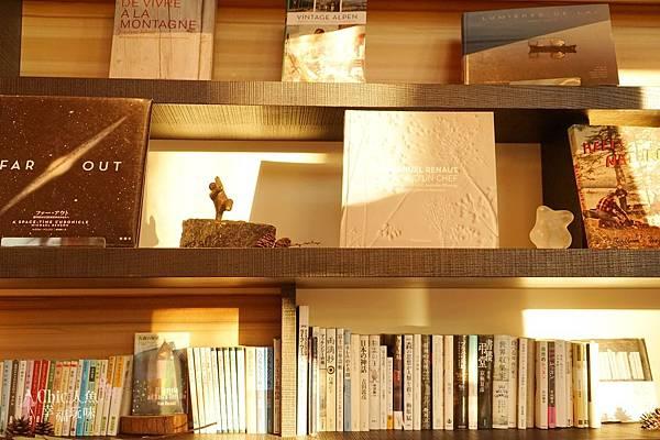 HOSHINOYA FUJI 星野虹夕諾亞-森林園區-Library Cafe (7).jpg