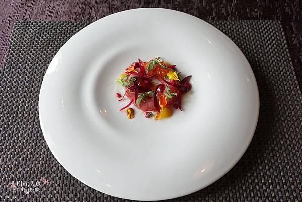FACILE法斯樂 私廚-母親節套餐-甜菜根杜式獅鮮魚佐玫瑰蘋果醬 (1).jpg
