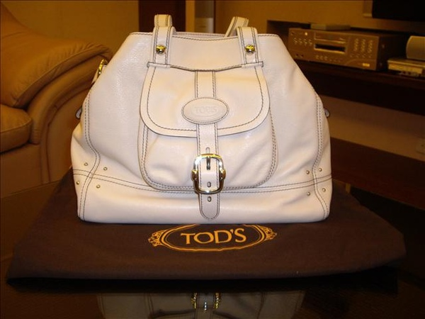 TOD'S IN AIRPORT.jpg