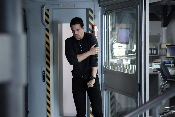 Agents-of-SHIELD-1x19-Nothing-Personal-21