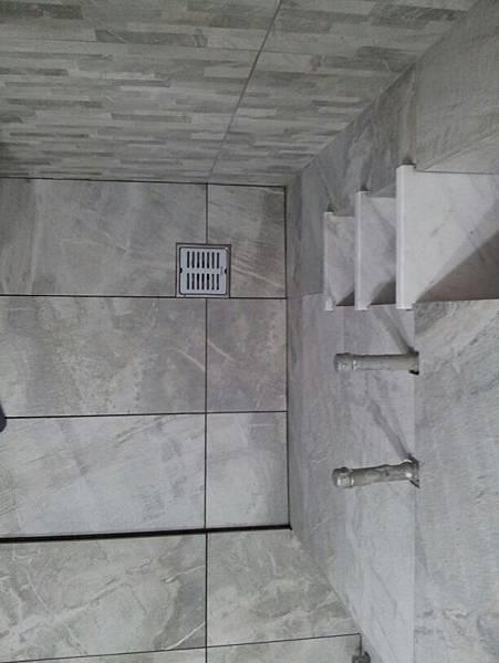 006  IMG-20130420-WA0005浴室對縫.jpg