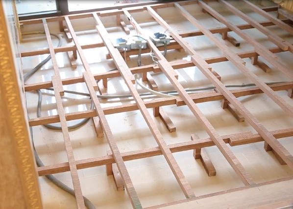 6地板釘縱向角材 副支架.png