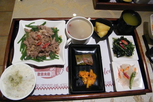 台東美食天飯店-招牌松木烤肉