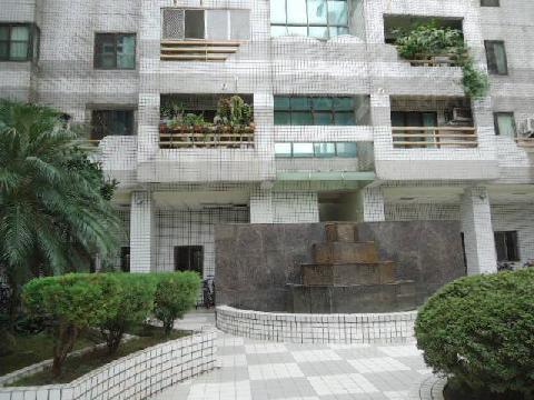 建功國小★東山路富來堡四房平面車位售798萬