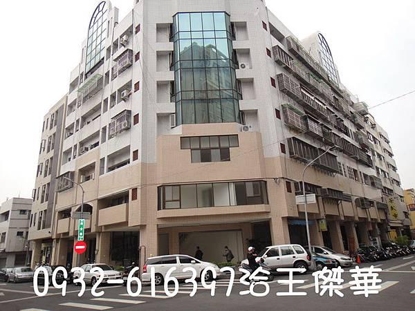 北區原子街三角窗樓店售1560萬