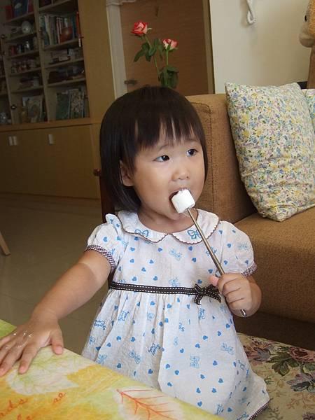 第一次吃棉花糖,好奇妙的口感