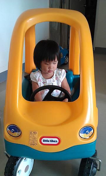 柚子家的車可以開門耶~好好玩