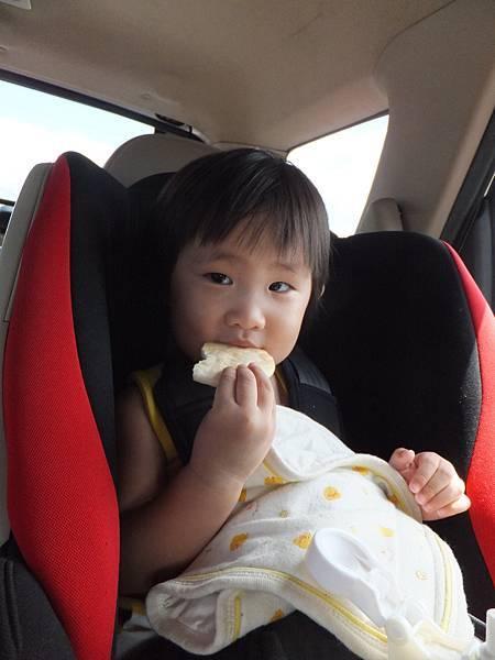 坐在車上,就是要吃
