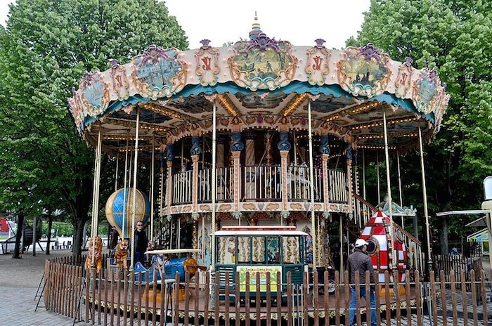Carousel,_Parc_de_la_Villette_29_May_2014