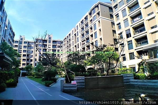 b2東大HOLA -社區中庭 (1).jpg