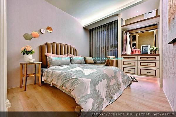 t30富宇擎天裝潢3D示意圖-主臥室採用低檯度大面窗,衛浴皆開窗。.jpg