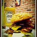 巨無霸漢堡高度