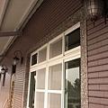 鋁窗及牆燈