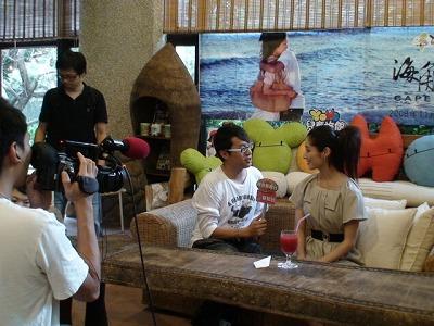 香港媒體的採訪中...