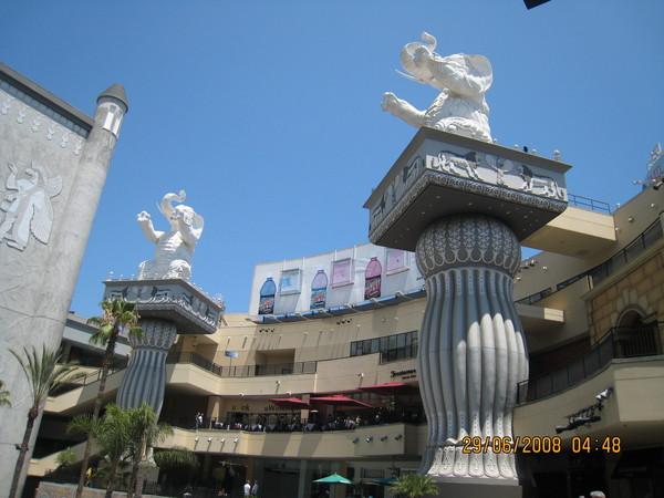 中國戲院中央的廣場