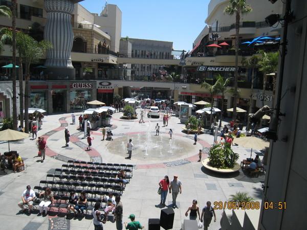 中央廣場和噴水池
