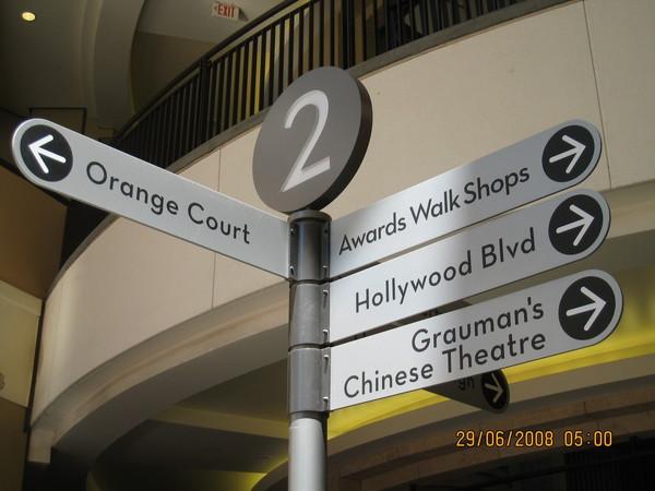 中國戲院裡面的指示牌