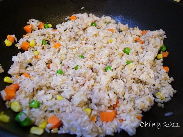 炒飯和蔬菜