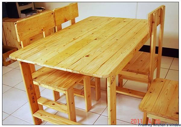 公司工作桌椅.jpg