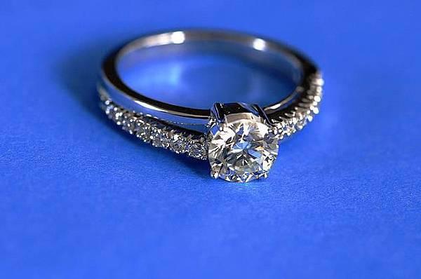 鑽石真假分辨方法
