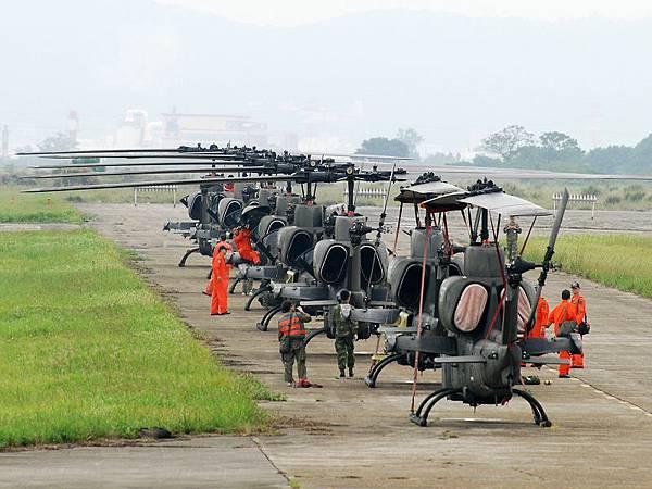 AH-1W-01.jpg