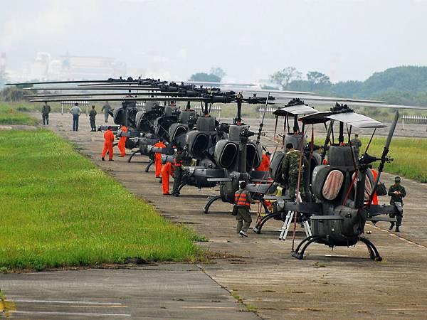 AH-1W-07.jpg