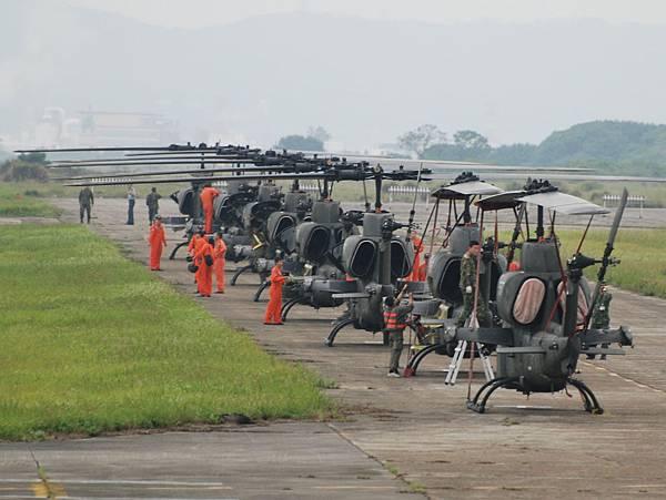 AH-1W-06.jpg
